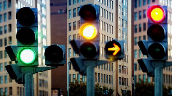 Niçin trafik lambaları kırmızı/ sarı ve yeşildir?